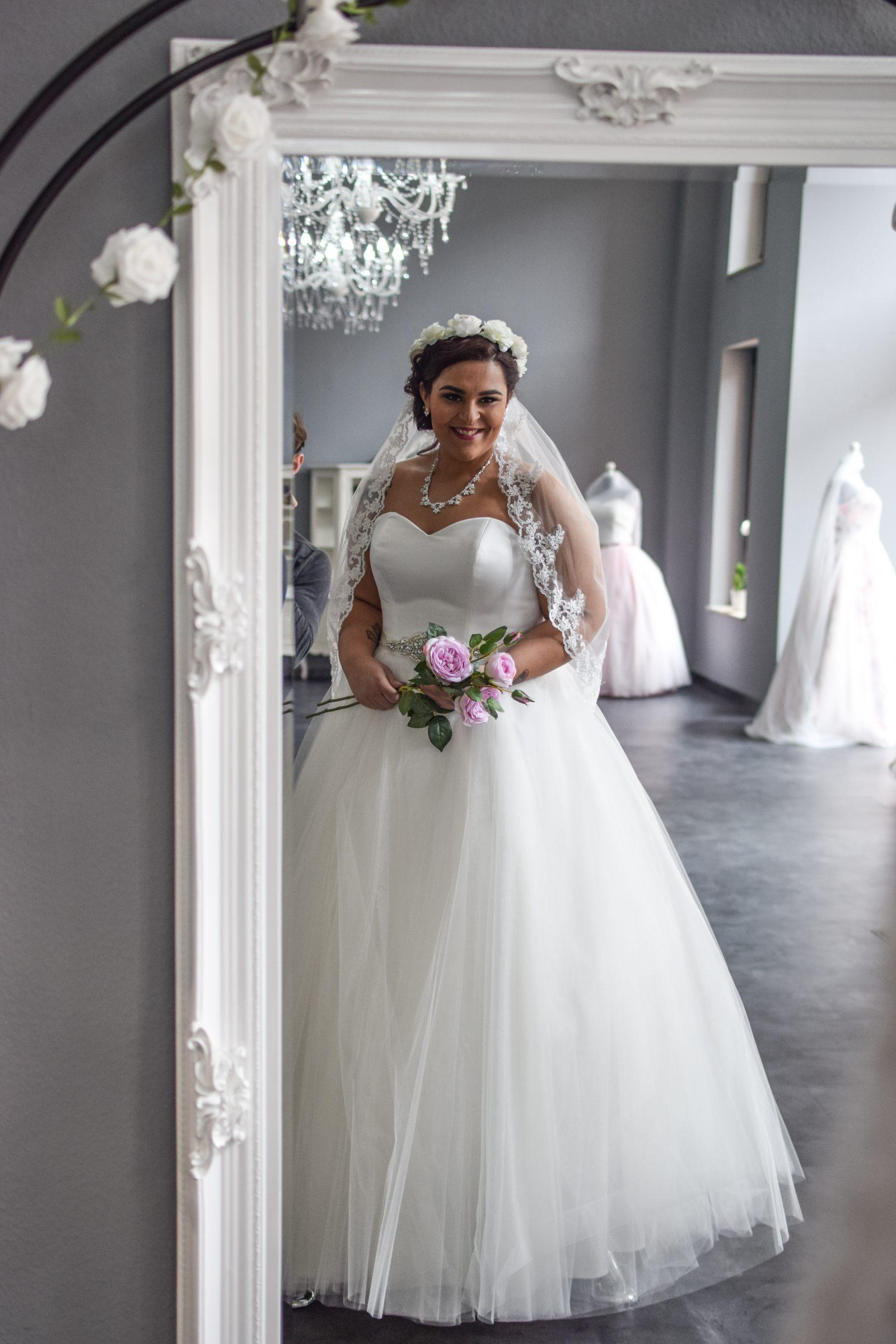 Brautkleider Grosse Grossen Von 42 Bis 58 Kurvenschon Com
